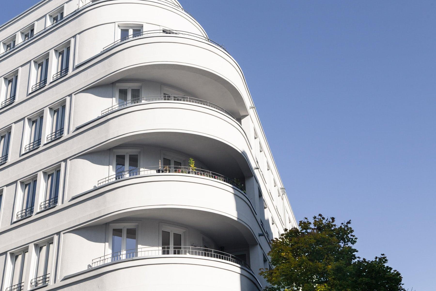 Eckhaus mit Balkon, Mitte, Berlin